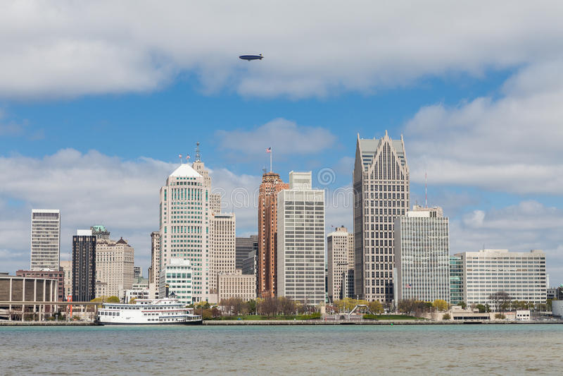 Horizon Detroit, Michigan van de Canadese kant van riv wordt gezien die royalty-vrije stock afbeelding