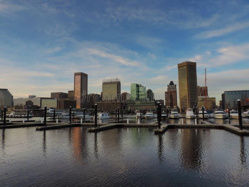 Horizon du centre de Baltimore du port intérieur images libres de droits