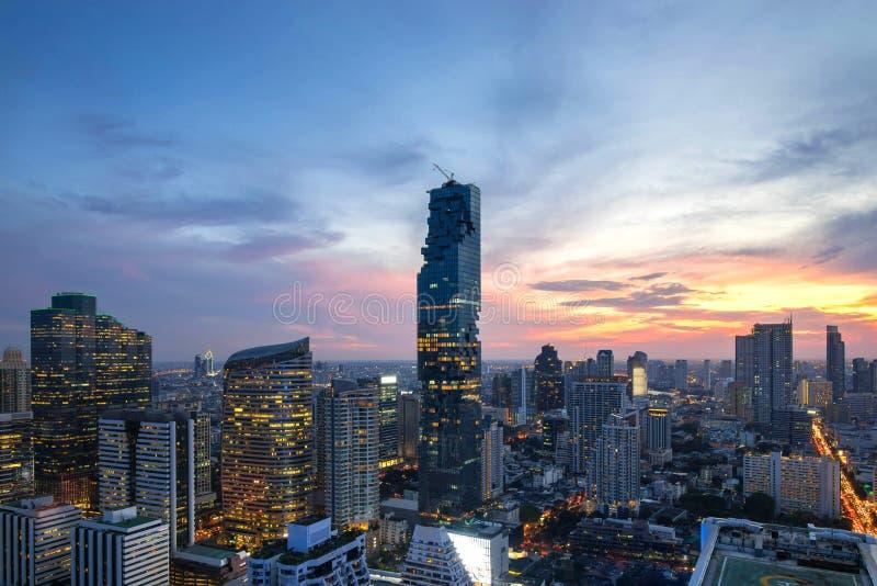 horizon du centre de belle de coucher du soleil ville de Bangkok de la Thaïlande photos libres de droits