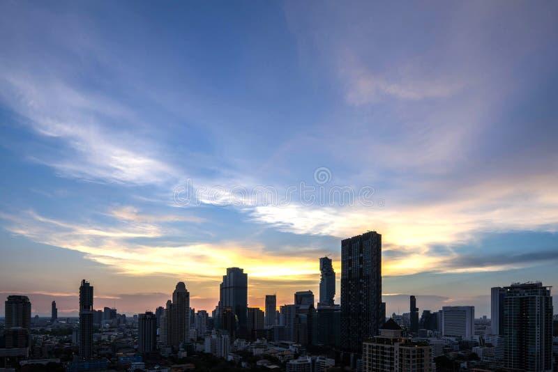 Horizon du centre de belle de coucher du soleil de vue aérienne ville de Bangkok de la Thaïlande photo libre de droits