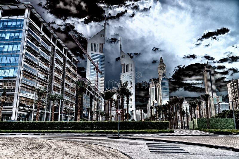 Horizon du centre de Dubaï d'un jour nuageux image libre de droits