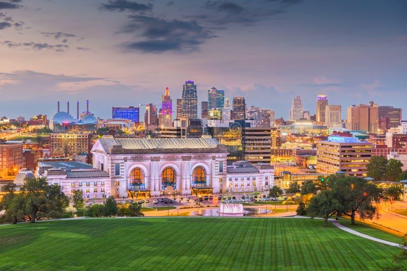 Horizon du centre de Kansas City, Missouri, Etats-Unis avec la station des syndicats image libre de droits