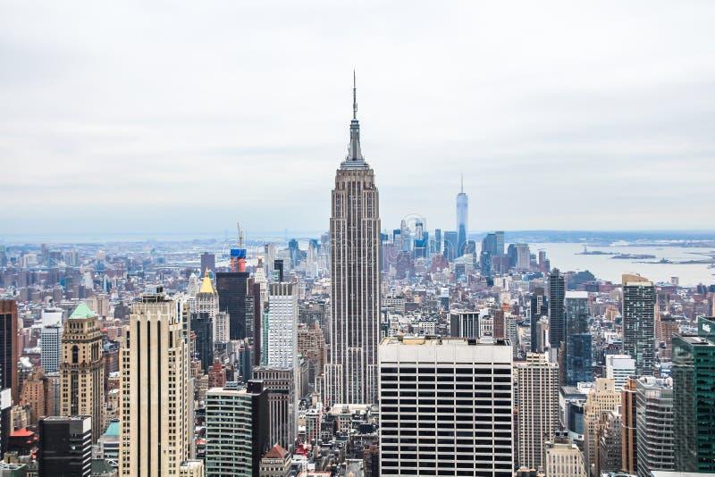 Horizon du centre de Manhattan avec l'Empire State Building et les gratte-ciel de Midtown image libre de droits