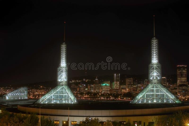 Horizon du centre de nuit de Portland Orégon image stock