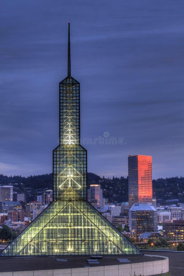 Horizon du centre de Portland Orégon à l'heure bleue photo stock