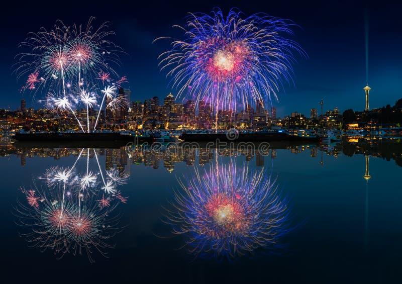 Horizon et feux d'artifice de Seattle images stock