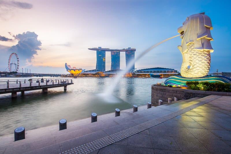 Horizon et Merlion de Singapour pendant le matin photo libre de droits