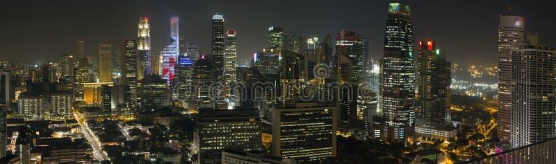 Horizon financier de district de Singapour la nuit photo libre de droits