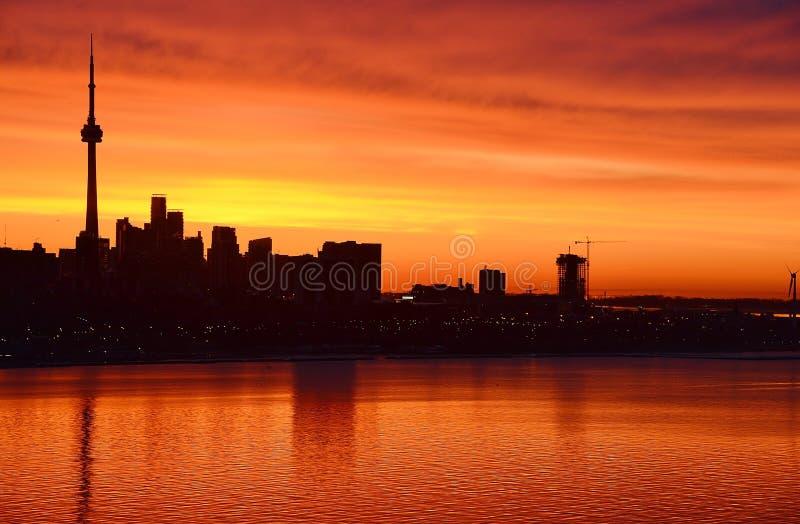 Horizon flamboyant de Toronto d'aube de lueur photographie stock libre de droits