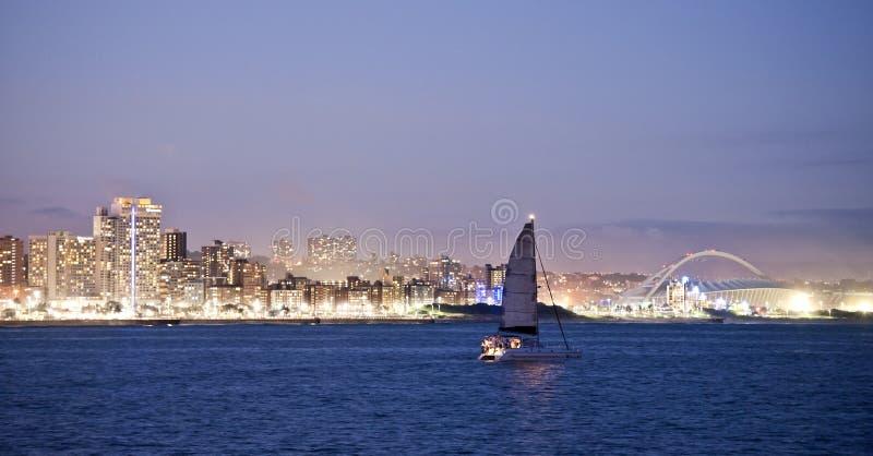 Horizon Moses Mabhida Stadium de Durban et yacht image stock