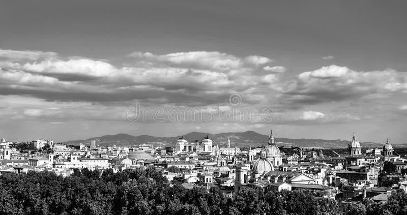 Horizon noir et blanc panoramique de ville du centre historique de Rome, Italie photographie stock