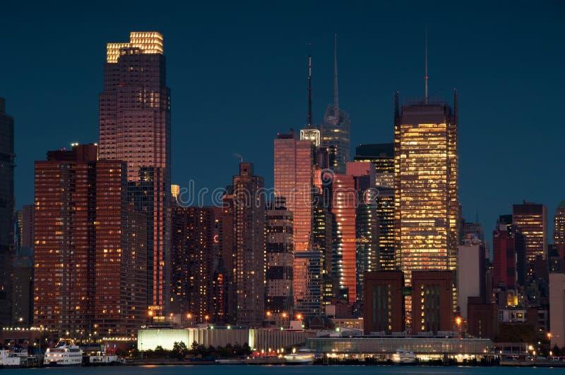 Horizon scénique de New York City au-dessus de fleuve de hudson image libre de droits