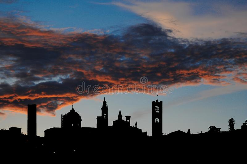Horizon supérieur de ville de Bergame image libre de droits
