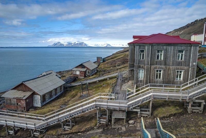 Horizon van Barentsburg, Russische nederzetting in Svalbard, Noorwegen stock foto