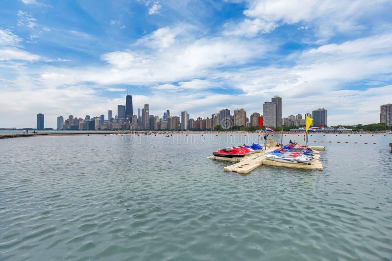 Horizon van Chicago, Illinois van het Strand van de het Noordenweg op Meer Mic royalty-vrije stock afbeeldingen
