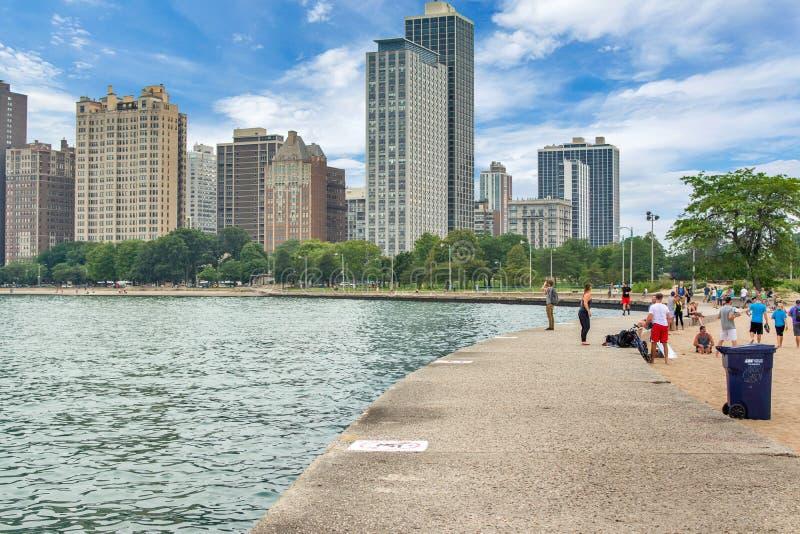Horizon van Chicago, Illinois van het Strand van de het Noordenweg op Meer Mic stock foto
