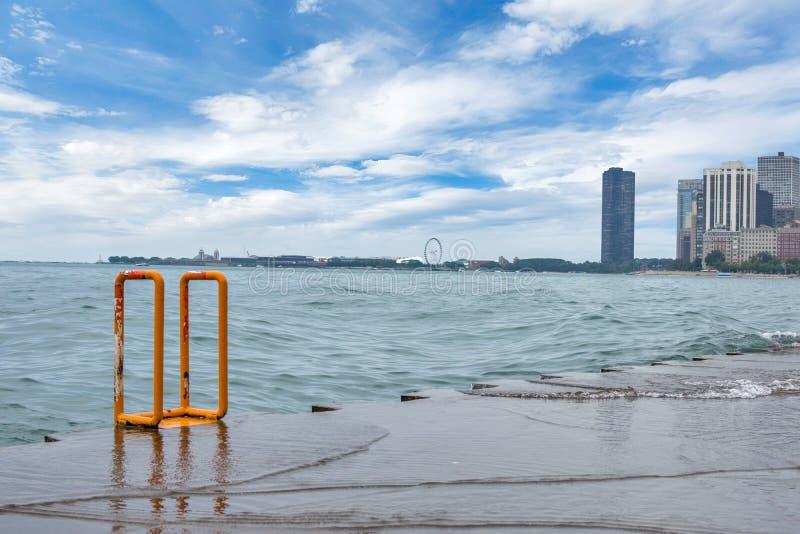 Horizon van Chicago, Illinois van het Strand van de het Noordenweg op Meer Mic stock afbeeldingen