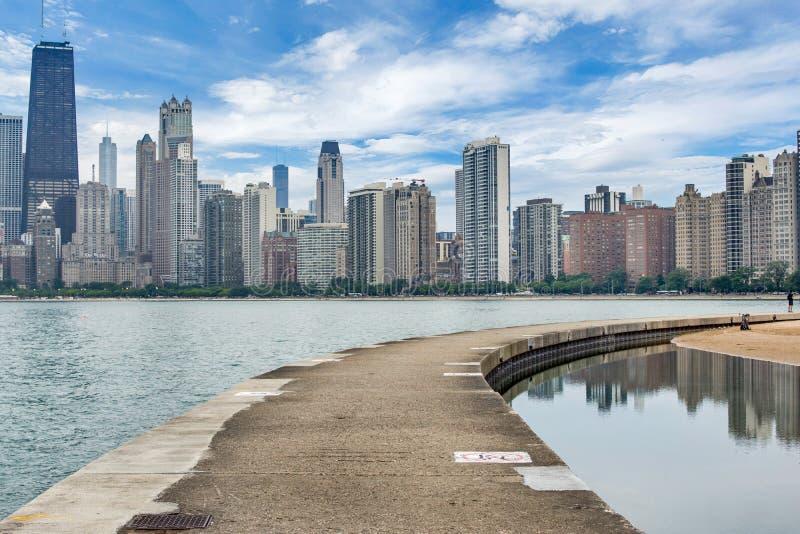 Horizon van Chicago, Illinois van het Strand van de het Noordenweg op Meer Mic stock fotografie