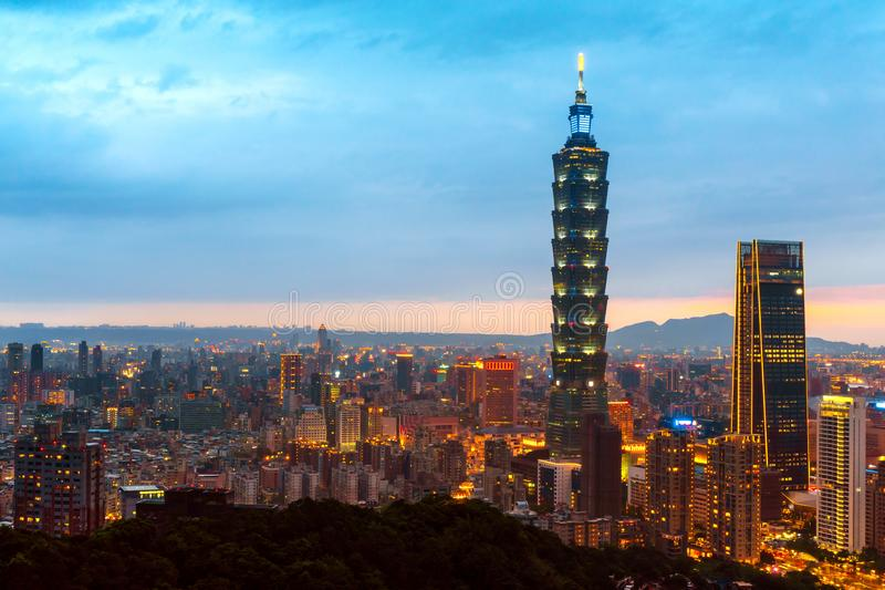 Horizon van cityscape Taipeh 101 van Taipeh de bouw van de financiële stad van Taipeh, Taiwan royalty-vrije stock foto's