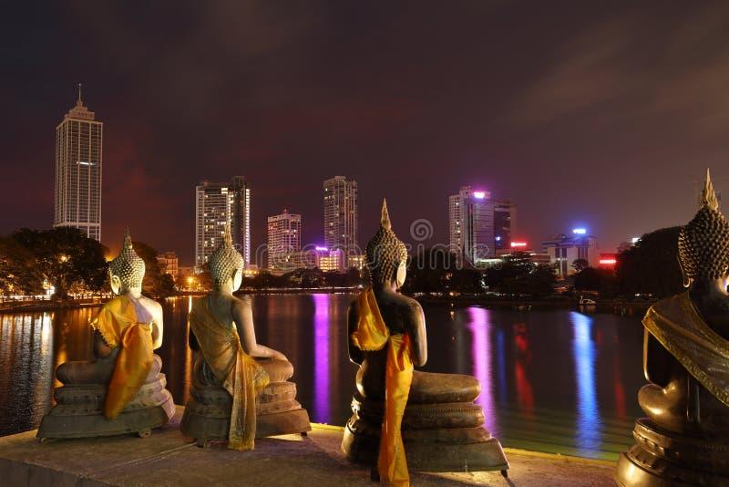 Horizon van Colombo in Sri Lanka bij nacht stock fotografie