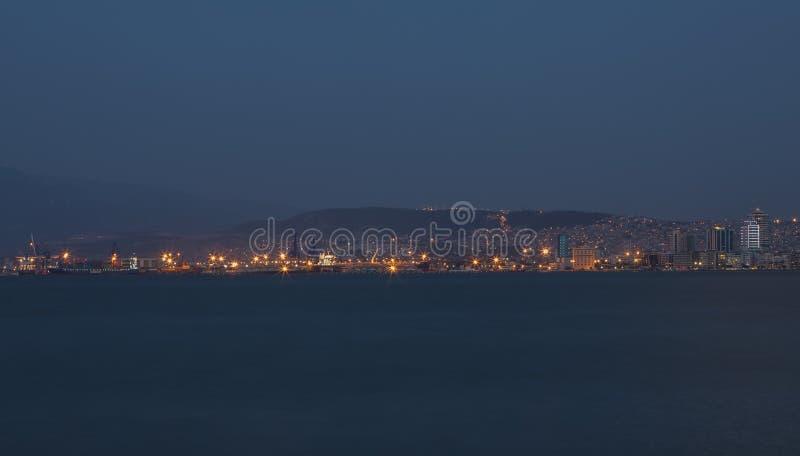 Horizon van de Haven van Izmir en Alsancak-District stock foto's