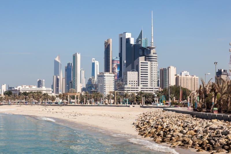 Horizon van de Stad van Koeweit van het strand royalty-vrije stock fotografie