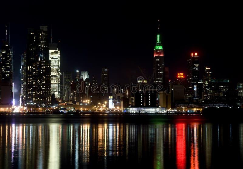 Horizon van de Stad van New York, bij nacht royalty-vrije stock foto