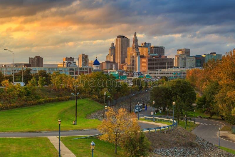 Horizon van Hartford van de binnenstad, Connecticut van bovengenoemde Handvesteik stock afbeeldingen