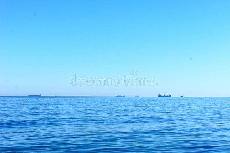 Horizon van het blauwe overzees stock afbeelding