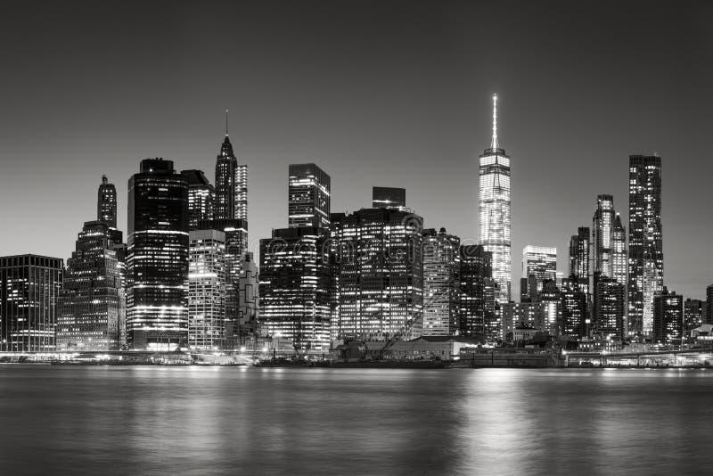 Horizon van het Lower Manhattan de Financiële District bij schemer, de Stad van New York stock foto's