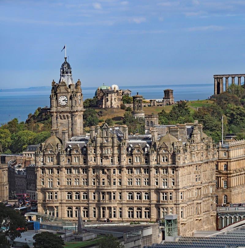 Horizon van Heuvel de van de binnenstad van Edinburgh en Calton- stock afbeelding