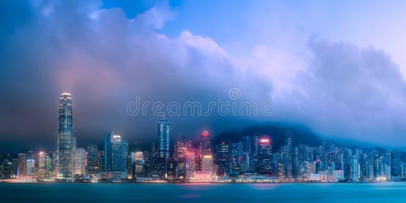 Horizon van Hong Kong in mist van Kowloon, China royalty-vrije stock afbeeldingen