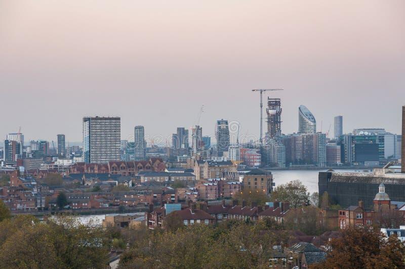 Horizon van Londen bij schemer Mening van de Heuvel van Greenwich stock foto