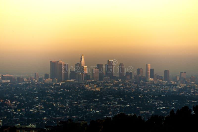 Horizon van Los Angeles de stad in bij Zonsondergang stock foto