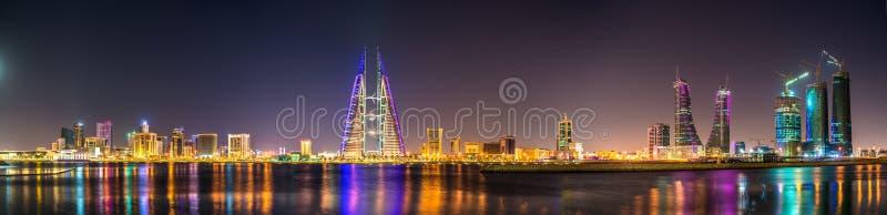 Horizon van Manama die door World Trade Center Te bouwen wordt overheerst bahrein stock fotografie
