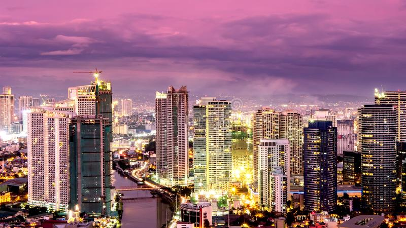 Horizon van Manilla bij schemer stock foto