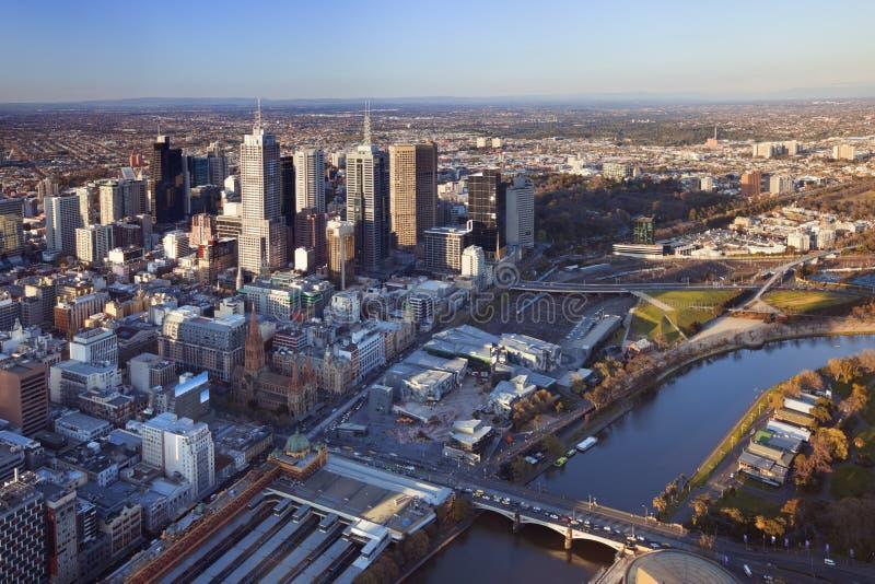 Horizon van Melbourne, Australië hierboven wordt gefotografeerd die van stock foto