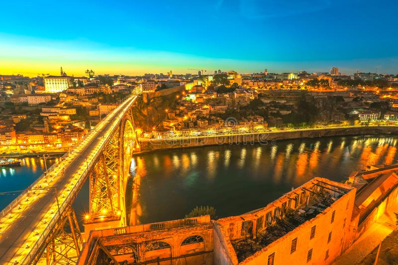 Horizon van Porto bij zonsondergang royalty-vrije stock foto