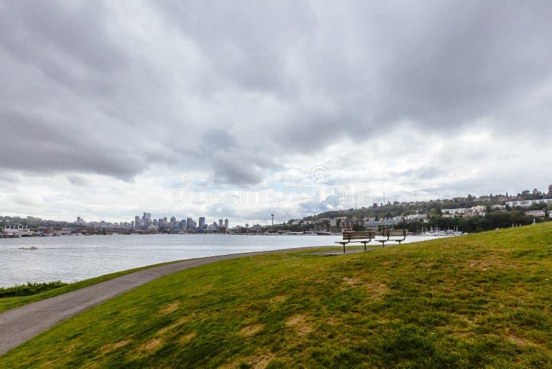 Horizon van Seattle van het Park dat van de Gaswerken wordt bekeken royalty-vrije stock fotografie