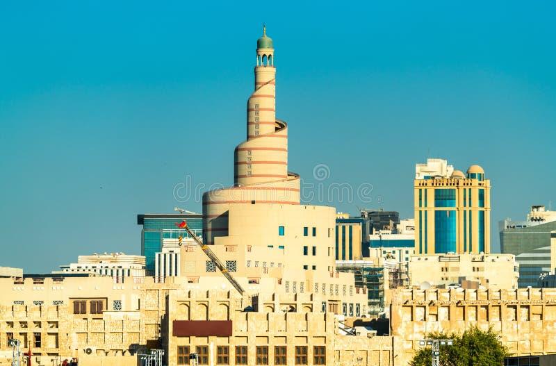 Horizon van Souq Waqif met Islamitisch Cultureel Centrum in Doha, Qatar stock fotografie