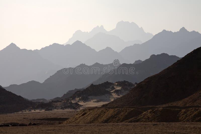 Horizons de montagne photo stock