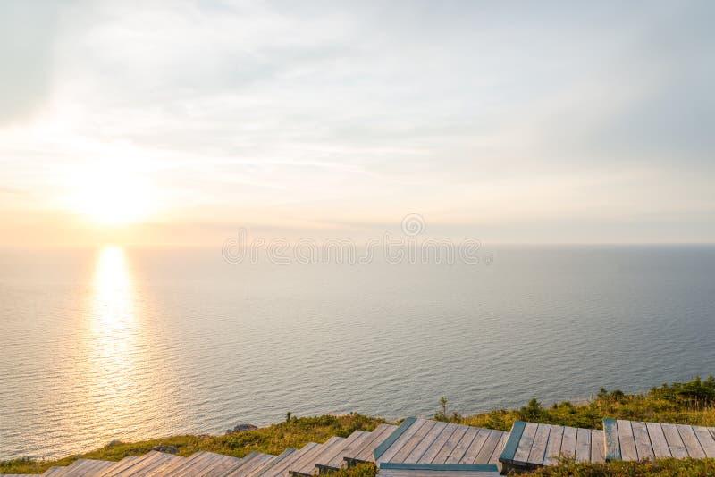 Horizonsleep blik-weg bij zonsondergang stock foto