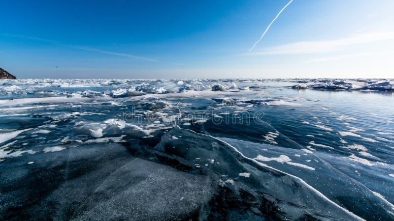 Horizont do gelo do Lago Baikal foto de stock royalty free