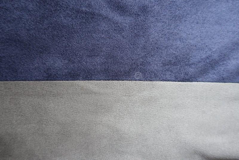 Horizontaal genaaid blauw en grijs kunstmatig suède stock foto's