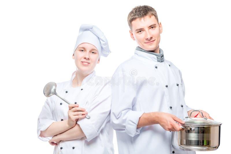 Horizontaal portret van een paar koks met een pan en een gietlepel royalty-vrije stock foto