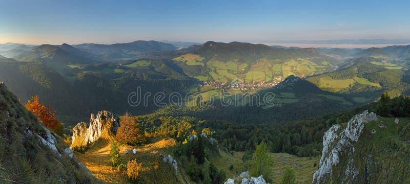 Horizontal avec les montagnes rocheuses photo libre de droits
