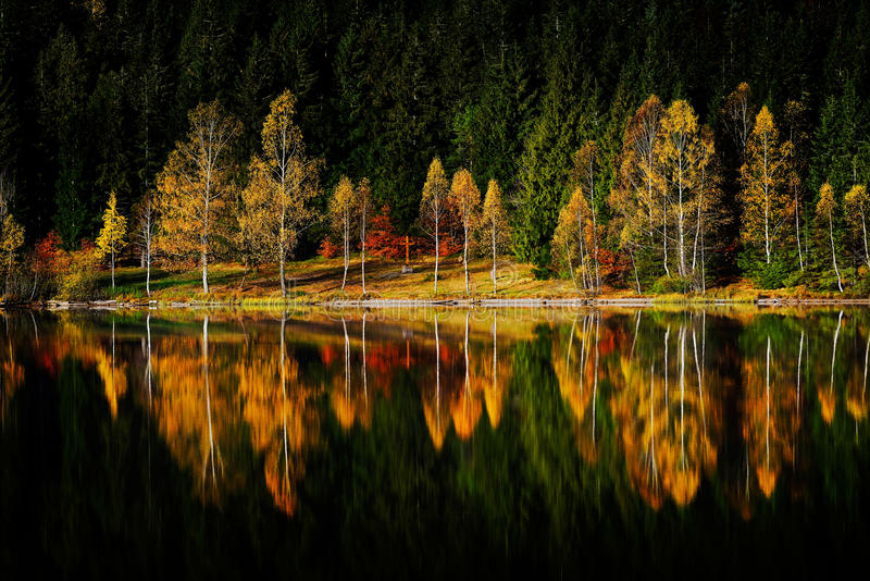 Download Horizontal D'automne Dans Les Montagnes Image stock - Image du nature, horizontal: 56483923