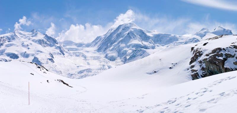 Horizontal de chaîne de montagne de neige photo libre de droits