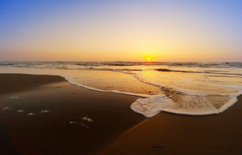 Download Horizontal De Coucher Du Soleil Image stock - Image du rouge, orange: 1077867