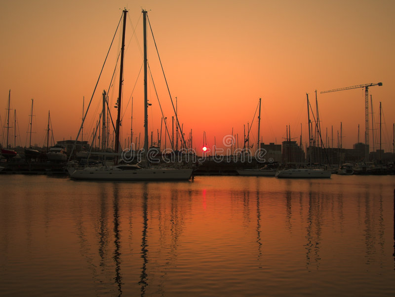 Horizontal de coucher du soleil de marina image stock